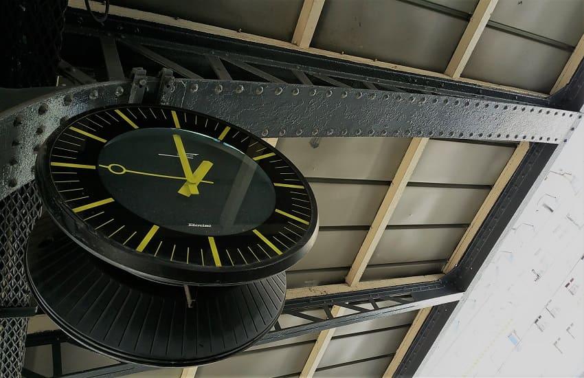 Uhr-Bahnhof-Paris