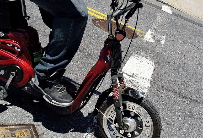 Scooter bei MS-frauenpowertrotzms-Elektromobile und Scooter als Hilfsmittel bei MS (Multiple Sklerose) - die Unterschiede.