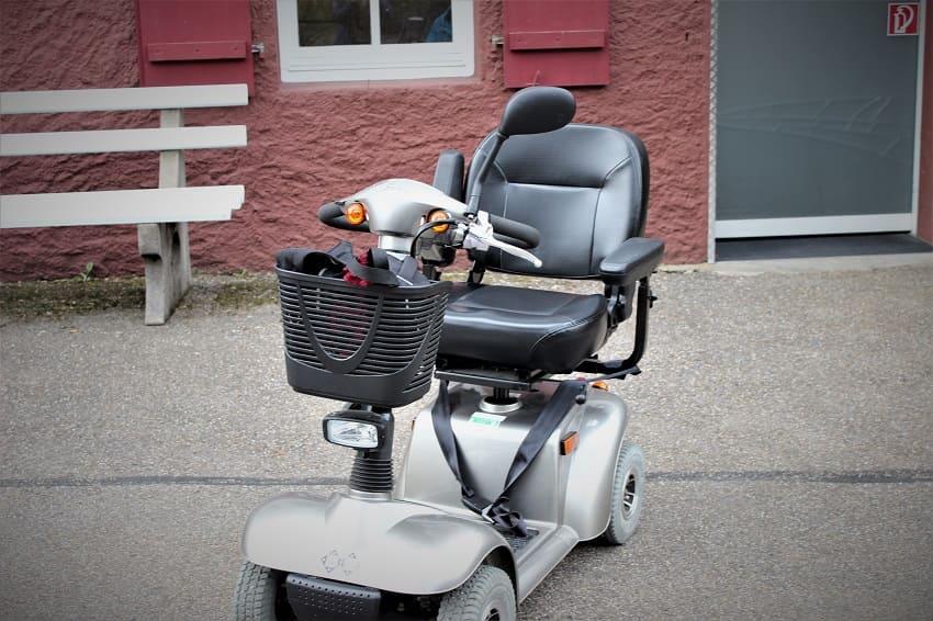 E-Mobil als Hilfsmittel mit MS-Elektromobile und Scooter als Hilfsmittel bei MS (Multiple Sklerose) - die Unterschiede.