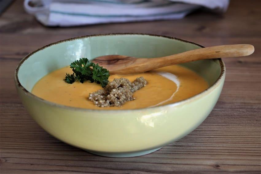 Suppe mit Süßkartoffeln, Kokosmilch und Quinoa
